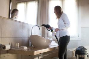 czyszczenie płytek i kafelek w łazience
